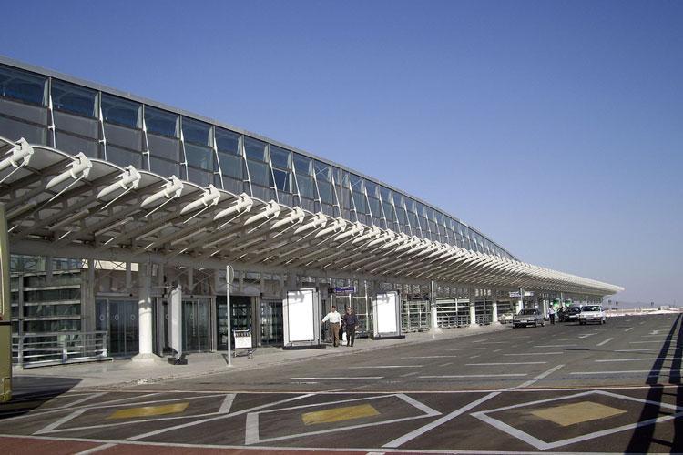 فرودگاه های کشور از توازن مالی برخوردار نیستند