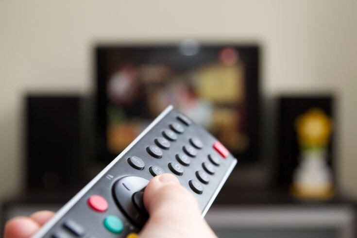 فیلم ها و سریال های سرگرم کننده تلویزیون در روزهای شیوع کرونا