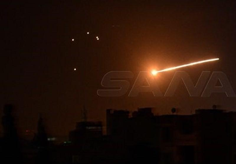 مقابله پدافند ارتش سوریه با پهپادهای دشمن در آسمان حماه