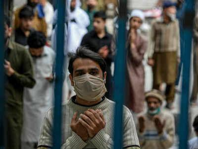 پاکستان تا اواسط خرداد درگیر کرونا است