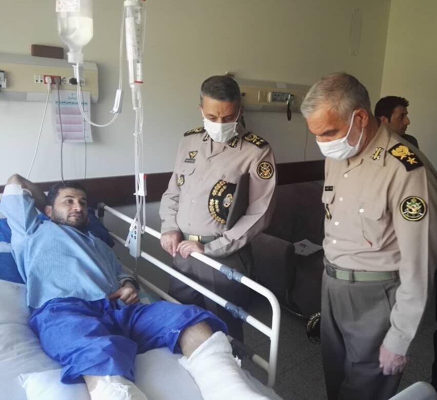 عکس ، عیادت فرمانده کل ارتش از جانبازان حادثه شناور کنارک