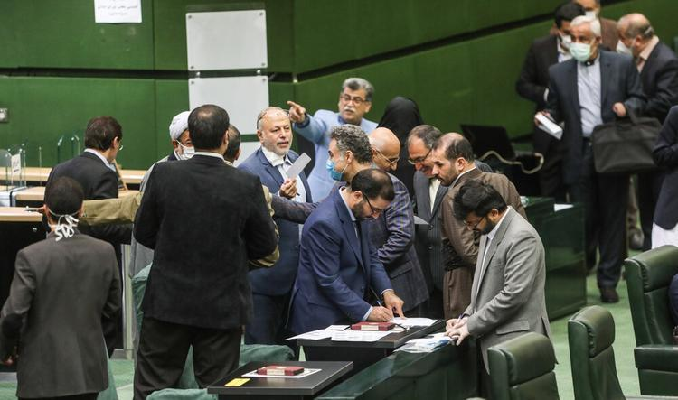 بی نظمی در صحن مجلس؛ تقوی: آقایان سرجایتان بنشینید