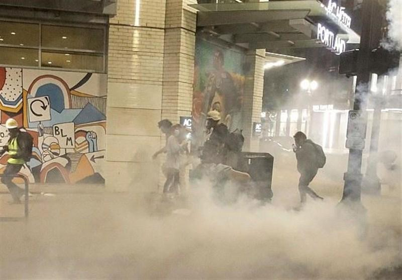 تشدید درگیری ها در پورتلند آمریکا، نیروهای امنیتی از گاز اشک آور استفاده کردند