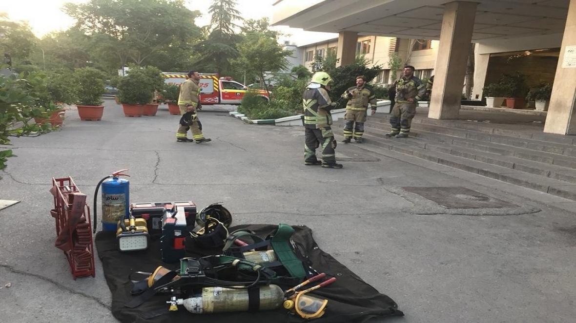 جزئیات آتش سوزی در یک مرکز درمانی در خیابان جلال آل احمد