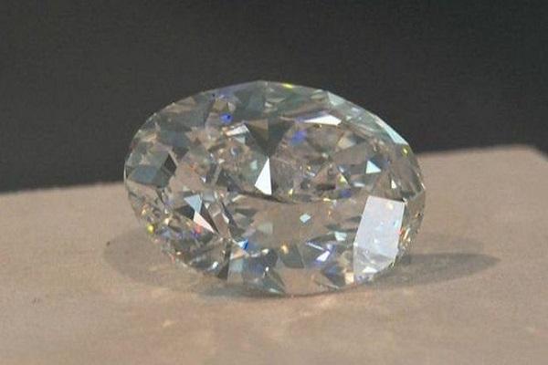 الماس بی نقص 102 قیراطی مفت در حراج فروش رفت