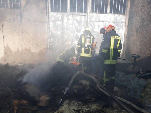 مهار آتش یک انبار گیاهان دارویی در شیراز