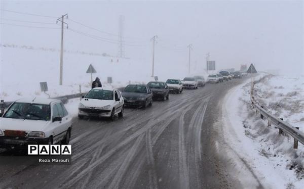 جاده های 26 استان برفی و بارانی است