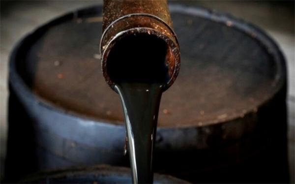 قیمت نفت خام با نگرانی از چشم انداز تقاضای جهانی افت کرد