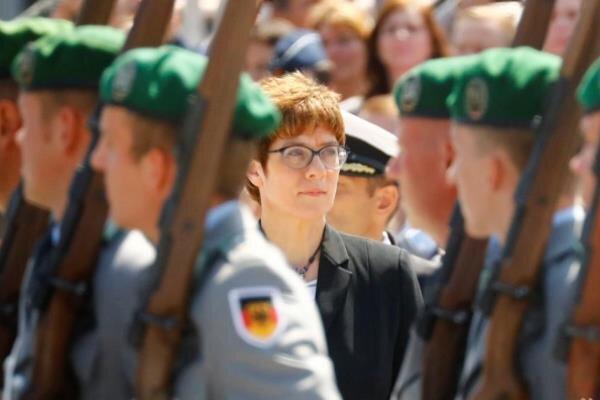 وزیر دفاع آلمان خواهان اصلاح ساختار ارتش شد