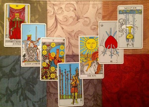 فال ورق نعل اسب؛ روش، تفسیر و معنای کارت ها